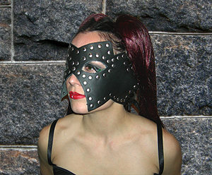 533 Outline Studded Leather Mask